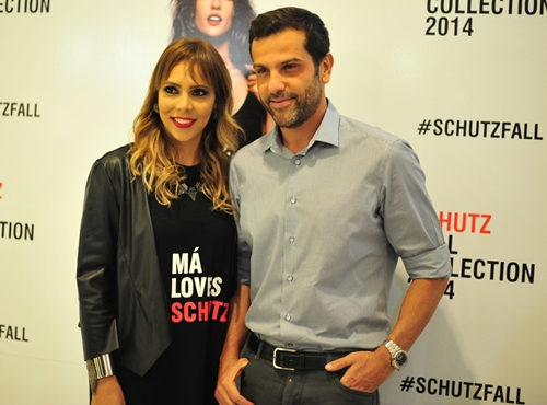052e1ee97 Alexandre Birman posa com a franqueada Schutz Marcela Cunha durante  coquetel no Goiânia Shopping (foto: Karitha Oliveira)