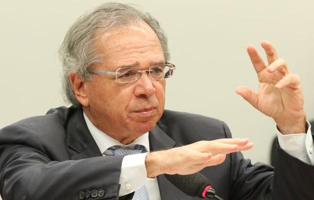 """Vamos perder dinheiro salvando empresas pequenininhas"""", diz Paulo ..."""