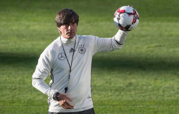 Alemanha anuncia permanência de Löw na seleção após campanha vexatória na  Copa 7e98320c44f8f
