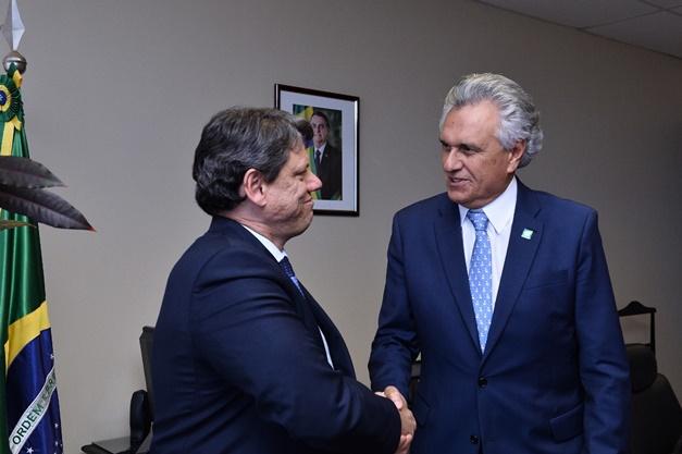 Caiado anuncia assinatura de contrato de concessão da Norte-Sul para 31/7